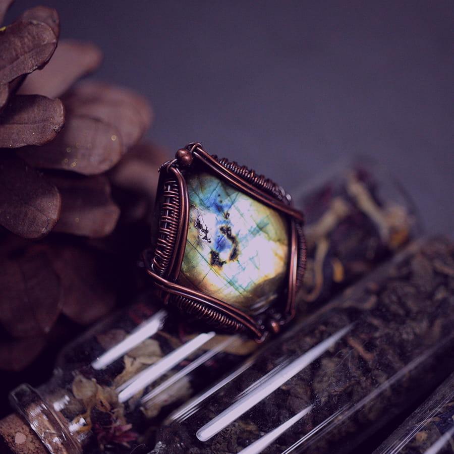 Pierścień miedziany z labradorytem - Aurora Borealis - Smocze Sny